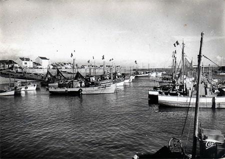Bateaux pavoisés dans le port