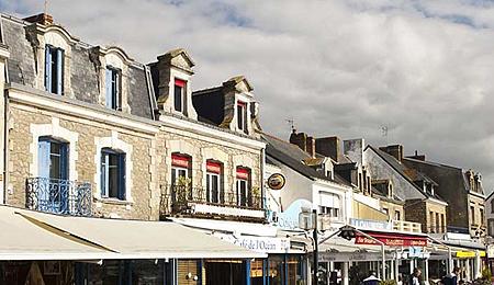 Le Quai Saint-Pierre